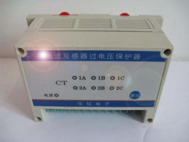 产品概述 电流互感器(CT)在电力系统中,广泛应用于一次测量与控制。在正常工作时,互感器二次测处于近似短路状态,输出电压很低。当二次绕组开路或一次绕组流过异常电流(如雷电流、谐振过电流、电容充电电流、电感启动电流等),都会在二次侧产生数千伏甚至上万伏的过电压。这不仅给二次系统绝缘造成危害,还会使互感器过激而烧损,甚至危及工作人员的生命安全。使用CTB系列电流互感器过电压保护器就能够有效防止因电流互感器二次侧开路引起的事故。 产品用途 CTB保护器主要用于各种CT二次侧的异常过电压保护。保护器接于二次绕组